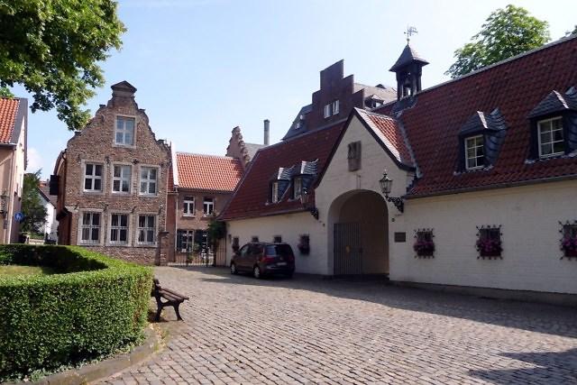 Barokke huizen nabij de St. Suitbertus