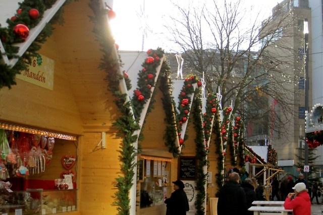 Scandinavische sneeuwhutten bij de Kö-Bogen