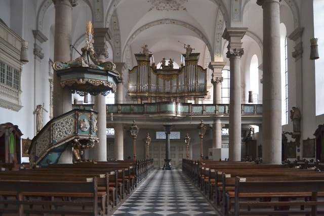 Het barokke interieur van de kerk
