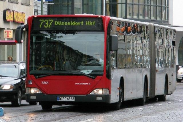 Een bus onderweg naar het Hauptbahnhof