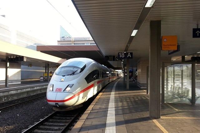 De ICE op het station van Düsseldorf