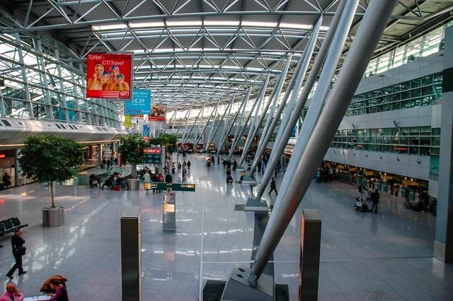 Het hoofdgebouw van de luchthaven van Düsseldorf